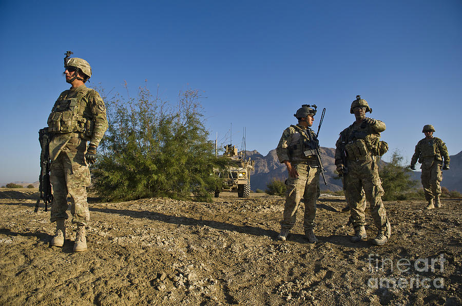 Joint Terminal Attack Controller Photograph - Soldiers Discuss A Strategic Plan by Stocktrek Images