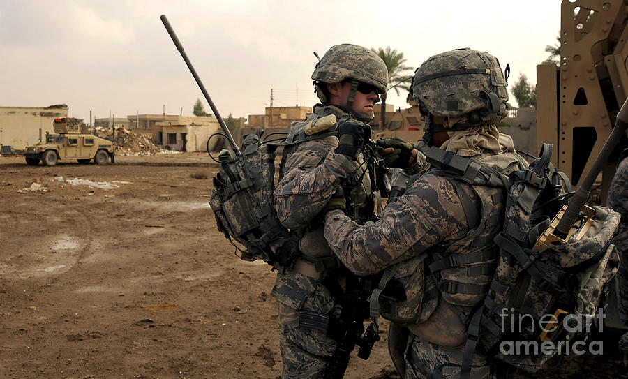 Iraq Photograph - Soldiers Help One Another by Stocktrek Images