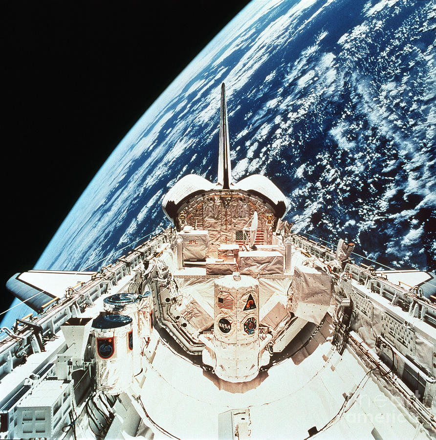 if an astronaut in an orbiting space shuttle wished - photo #4