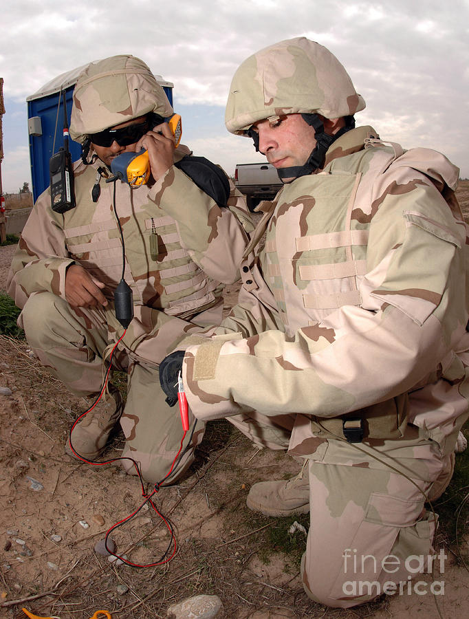 Iraq Photograph - Specialists Testing Cutfield Wires by Stocktrek Images