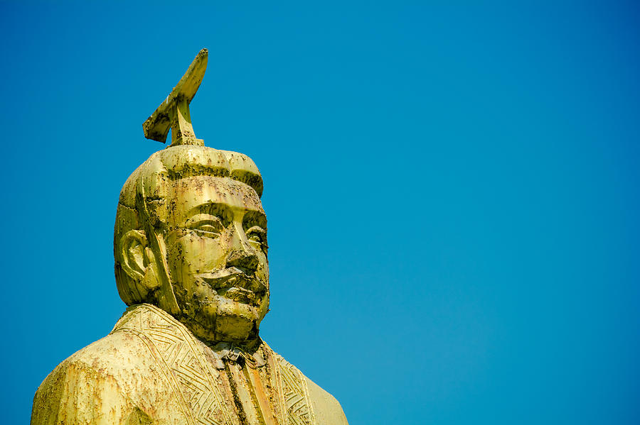 Horizontal Photograph - Statue Of Chinese Ancient Official by Pan Hong