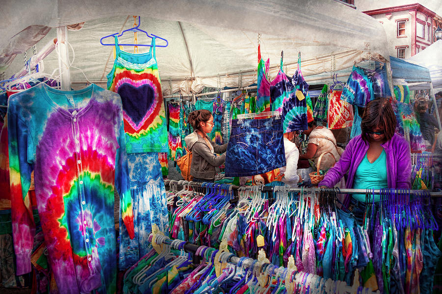 Dye Photograph - Storefront - Tie Dye Is Back  by Mike Savad