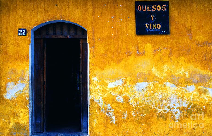 Street Scene Photograph - Street Scene La Antigua by Thomas R Fletcher