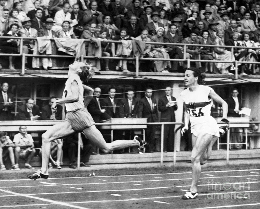 1952 Photograph - Summer Olympics, 1952 by Granger