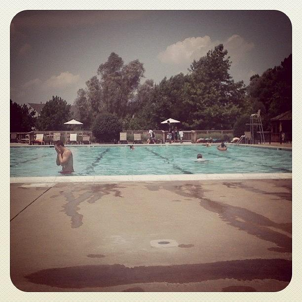 Sunday Long Session At The Pool Photograph by Simon Prickett