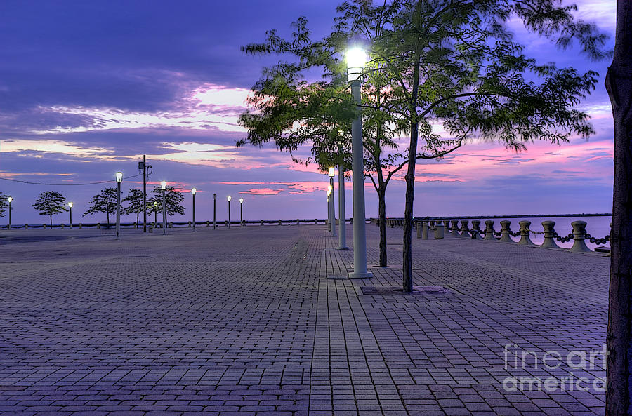 Lake Erie Photograph - Sunset At The Plaza by David Bearden