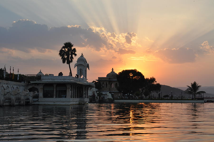 Image result for sunset on Lake Pichola