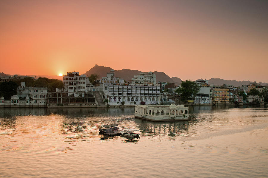 Horizontal Photograph - Sunset Over Pichola Lake In Udaipur. by Ania Blazejewska