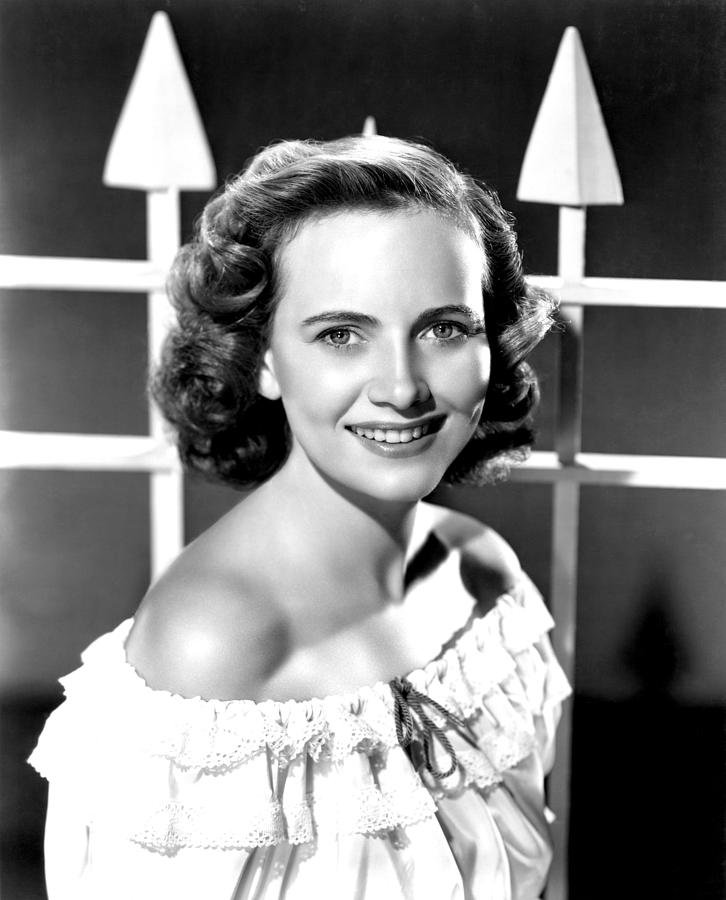 Off The Shoulder Photograph - Teresa Wright, 1946 by Everett