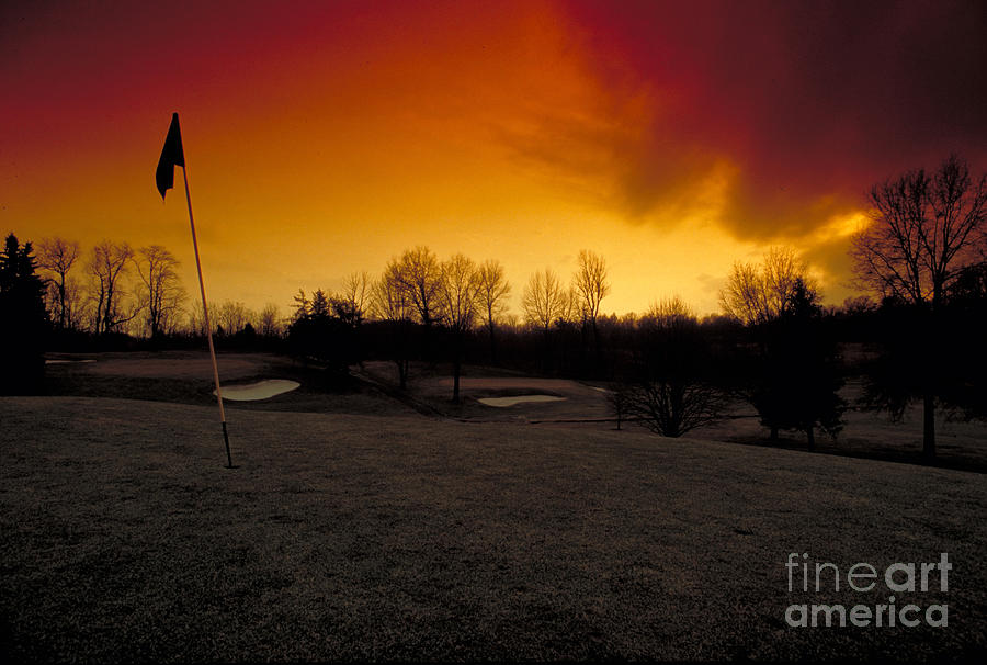 Golf Photograph - The 19th Hole by Guy Harnett