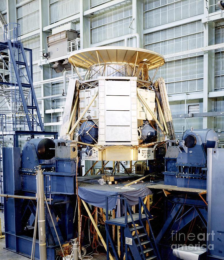 Horizontal Shaker Photograph - The Apollo Telescope Mount Undergoing by Stocktrek Images