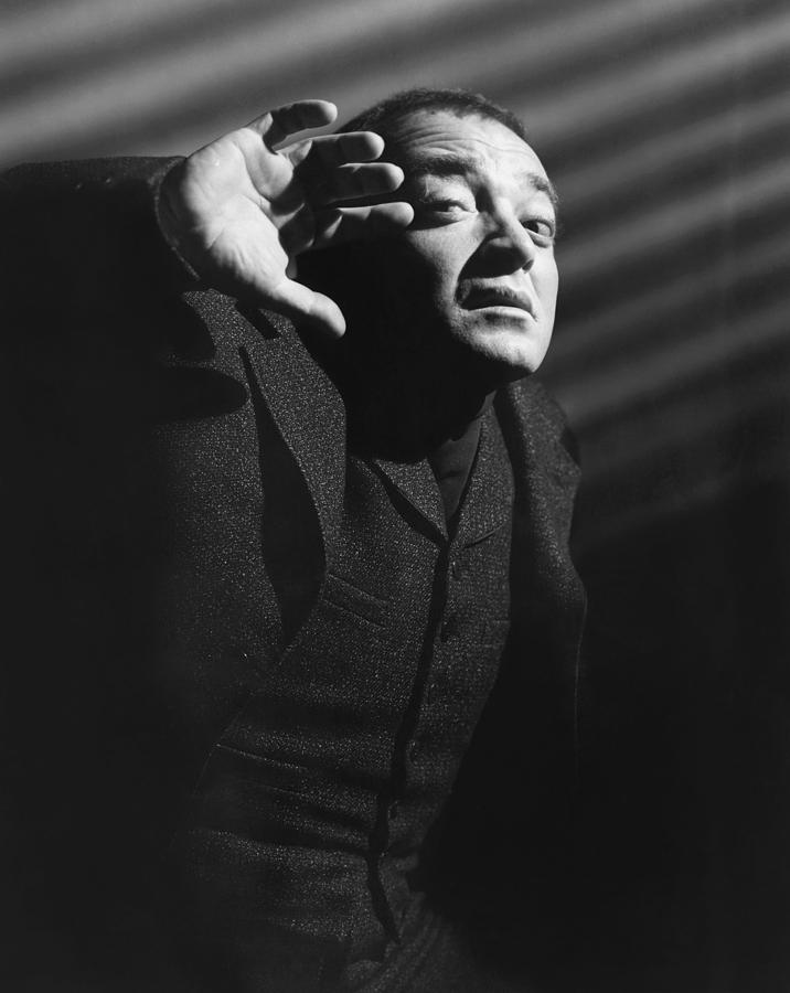 1940s Movies Photograph - The Beast With Five Fingers, Peter by Everett