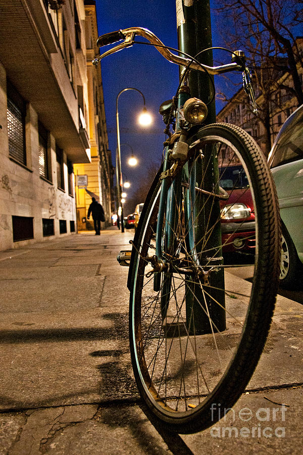 Italia Photograph - The Bicycle by Sonny Marcyan
