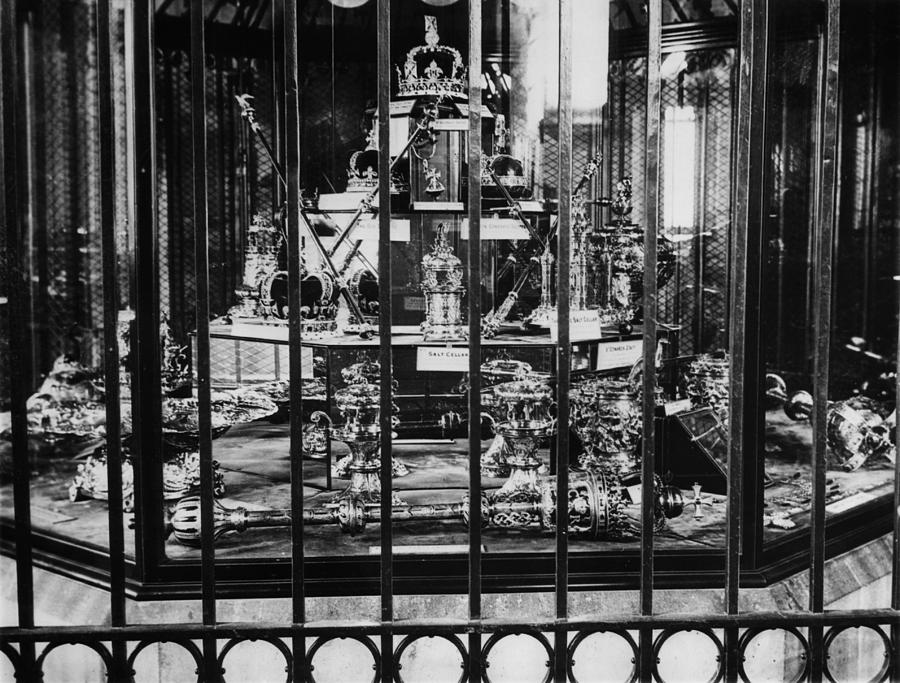 1930s Photograph - The British Crown Jewels, Circa 1930s by Everett