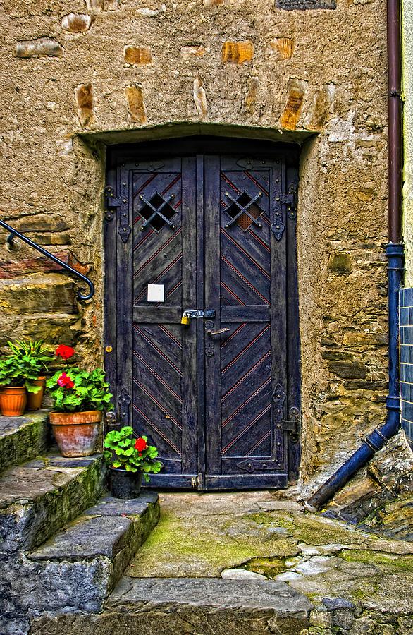 Cityscape Photograph - The Door by Roberta Bragan