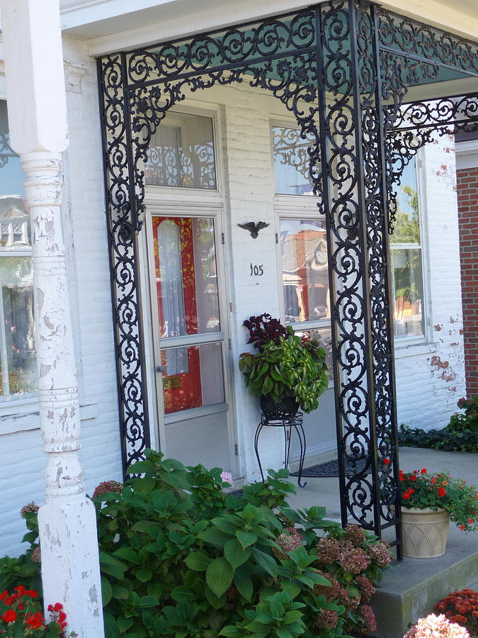 Vintage Homes Photograph - The Doors Unlock by Paul Washington