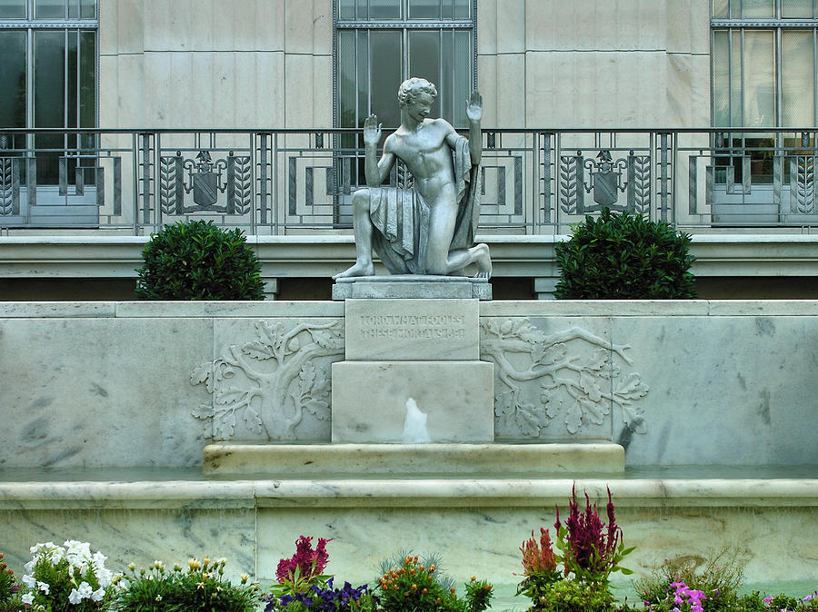 Statue Photograph - The Folger Shakespeare Library by Steven Ainsworth