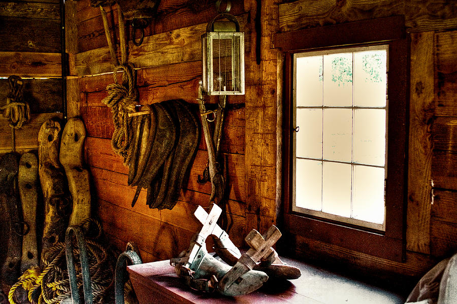 Fort Nisqually Photograph - The Granary At Fort Nisqually by David Patterson