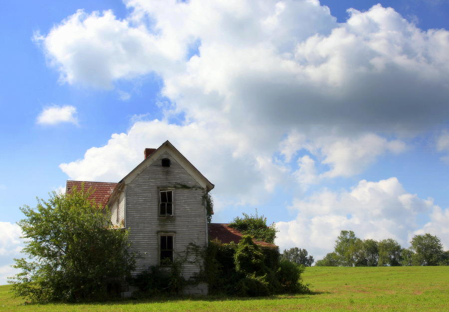 Haunted Houses Photograph - The House On The Hill by Karen Wiles