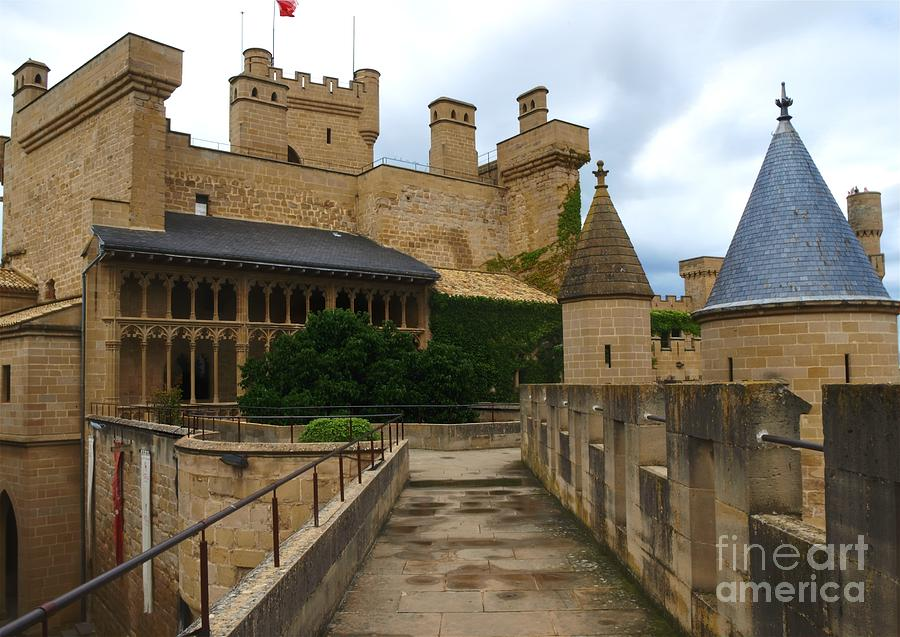 Castle Photograph - The King And Queens Quarters by Alfredo Rodriguez