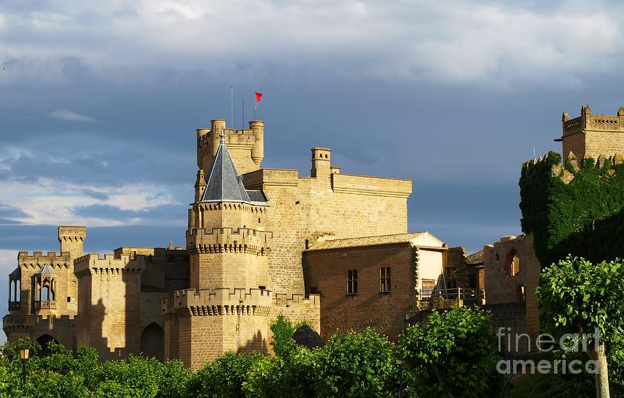 Castle Photograph - The Kings Castle by Alfredo Rodriguez
