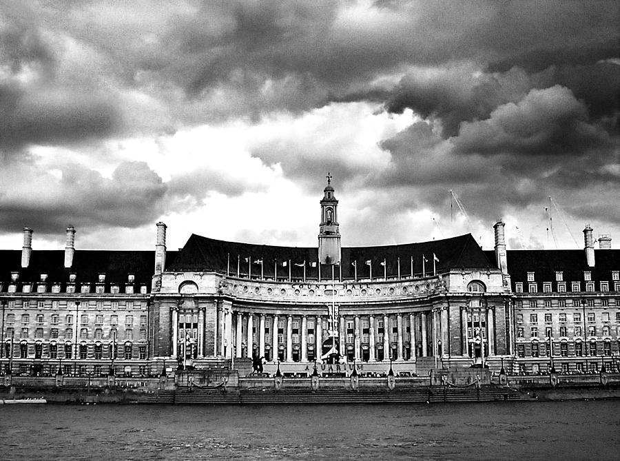 The London Aquarium Photograph - The London Aquarium Countyhall by Floyd Menezes