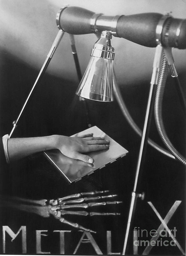 Science Photograph - The Marvels Of Metalix 1930 by Science Source