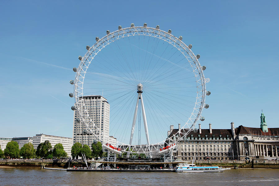 Horizontal Photograph - The Millennium Wheel And Thames by Richard Newstead