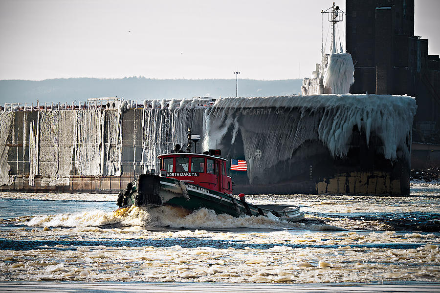 Duluth Photograph - The North Dakota Clearing The Way by David Wynia