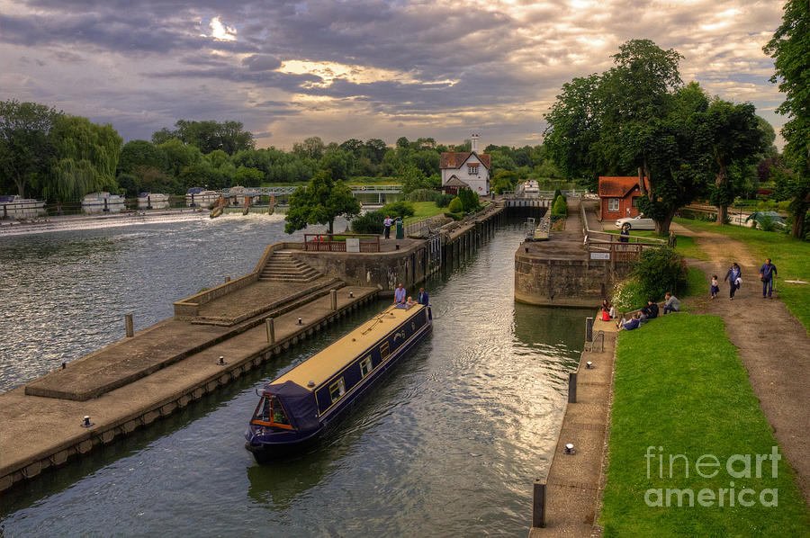 River Thames Photograph - The River Thames At Goring by Rob Hawkins