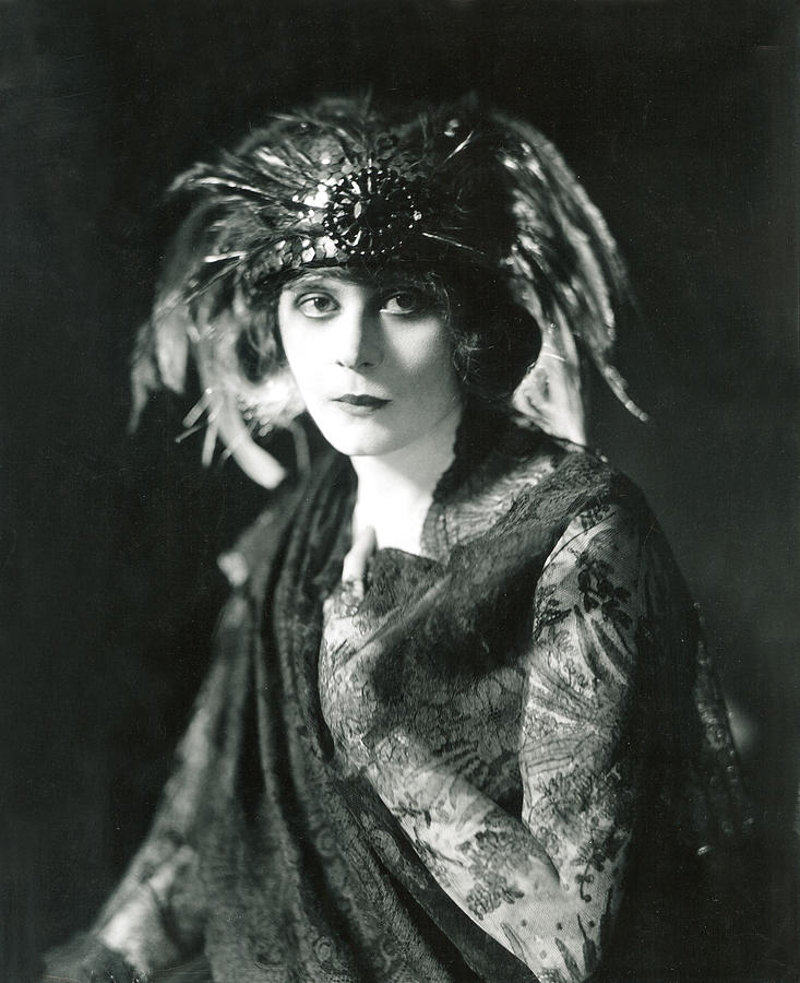 1920s Portraits Photograph - Theda Bara In The Broadway Show The by Everett