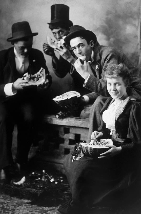 1910s Photograph - Three Men And A Woman Eating by Everett
