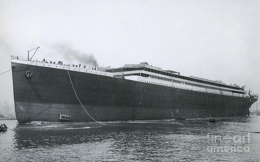 Titanic Launch Photograph By Photo Researchers