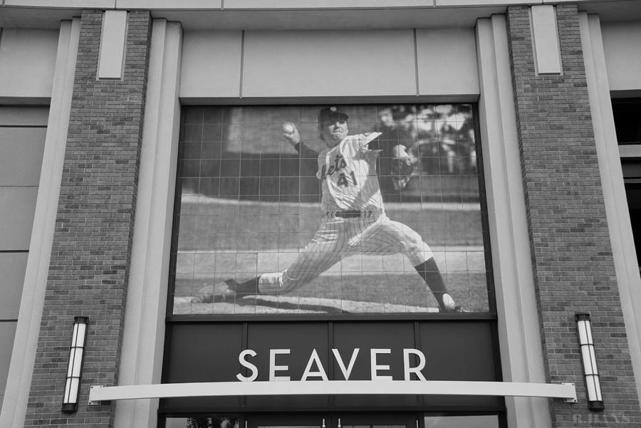 Shea Stadium Photograph - Tom Seaver 41 In Black And White by Rob Hans