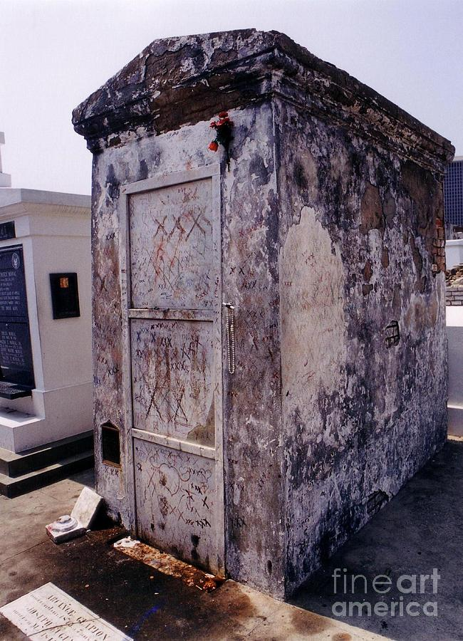 Tomb Of Marie Laveau Photograph by John Malone