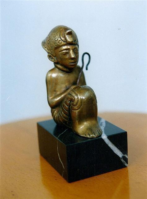 Tut Sculpture by Antonio Petrov
