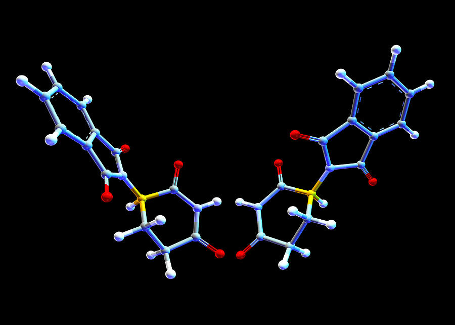 Chemistry Photograph - Two Forms Of Thalidomide by Pasieka