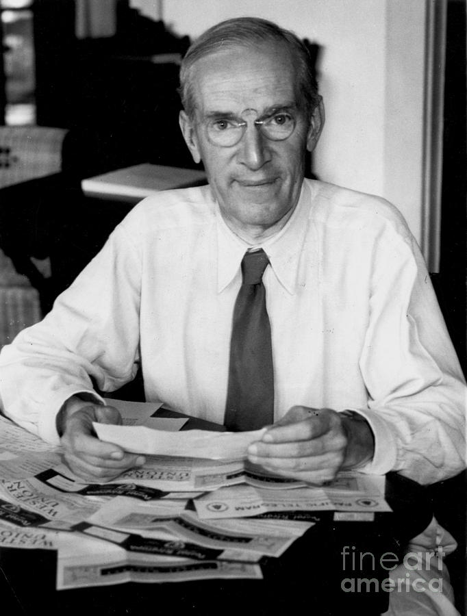 a biography of upton sinclair an american author Biography upton beall sinclair, jr (september 20, 1878 – november 25, 1968), was an american author who wrote close to one hundred books in many genres.