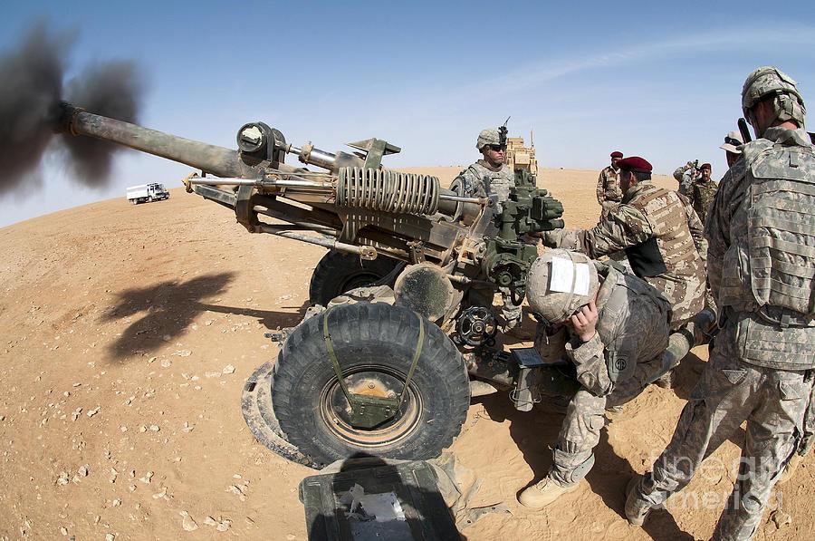 Artillery Photograph - U.s. And Iraqi Artillerymen Train by Stocktrek Images