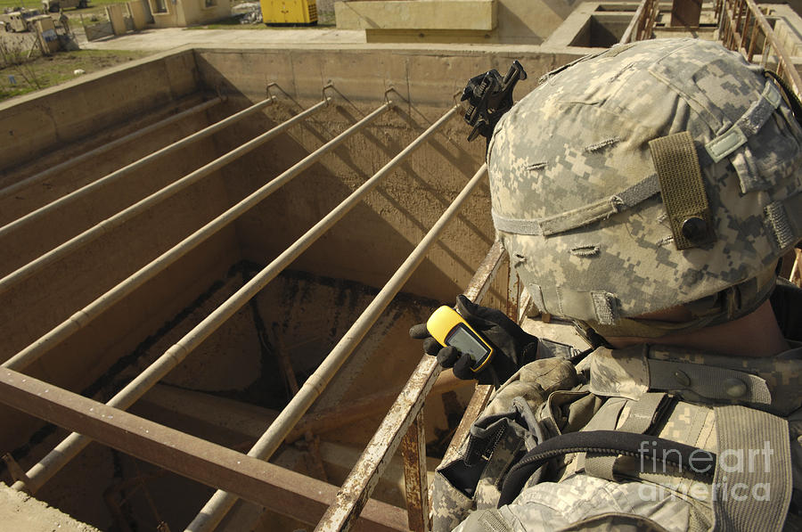 Iraq Photograph - U.s. Army Soldier Takes A Gps Grid by Stocktrek Images