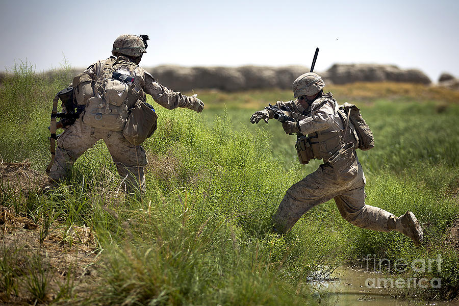 Afghanistan Photograph - U.s. Navy Petty Officer Extends by Stocktrek Images
