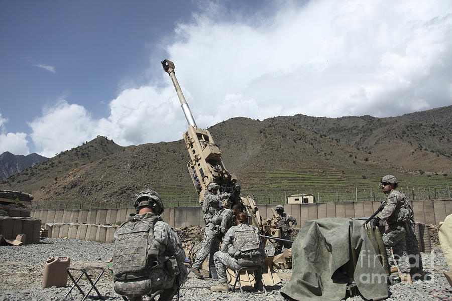 Men Photograph - U.s. Soldiers Prepare To Fire by Stocktrek Images