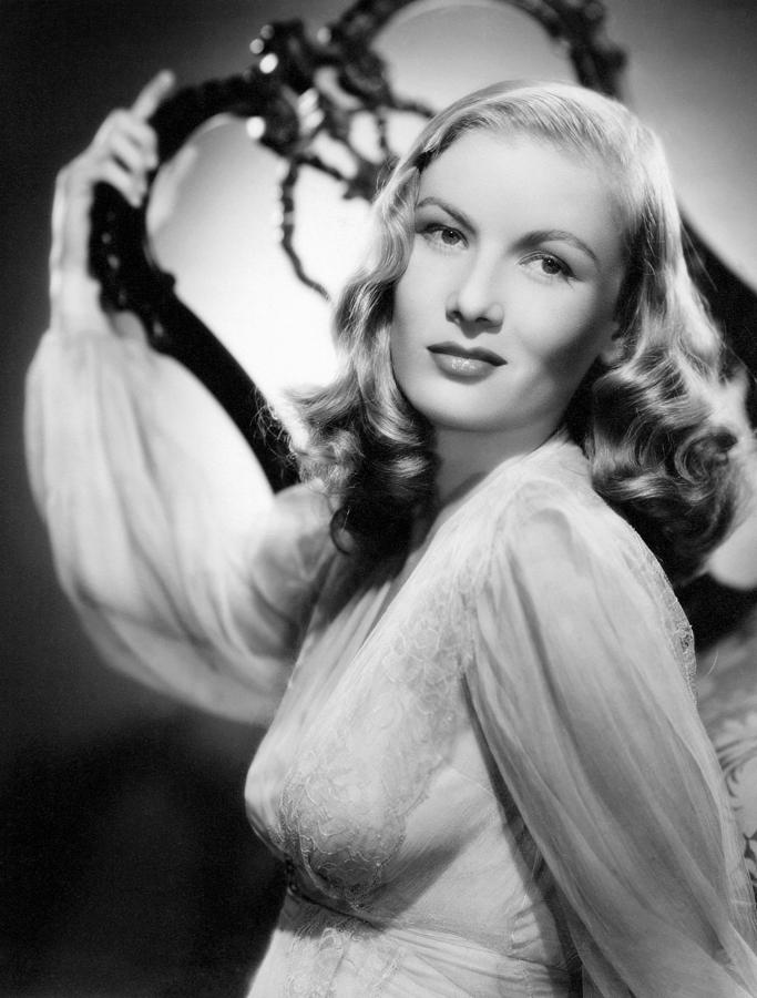 1940s Hairstyles Photograph - Veronica Lake, Paramount Pictures by Everett