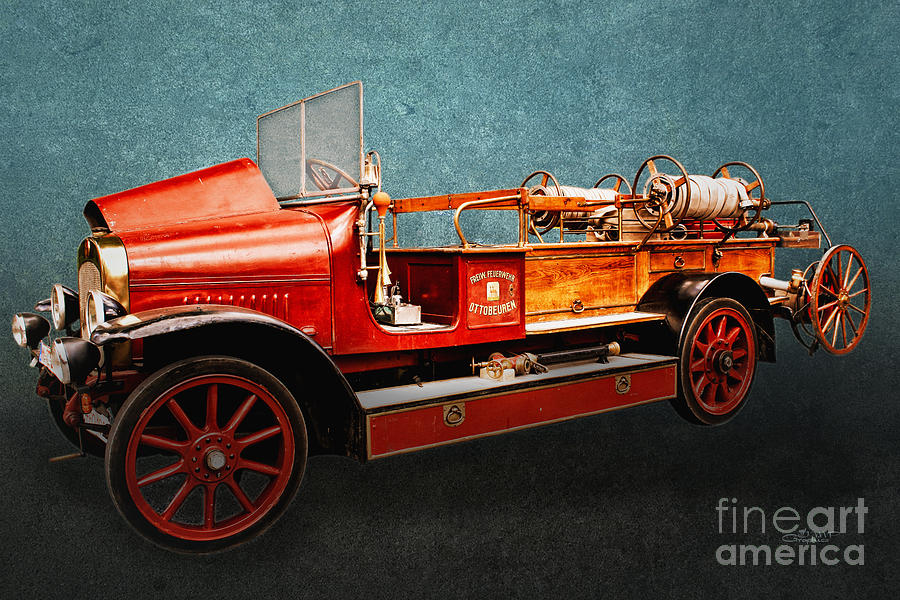 Photo Photograph - Vintage Fire Truck by Jutta Maria Pusl