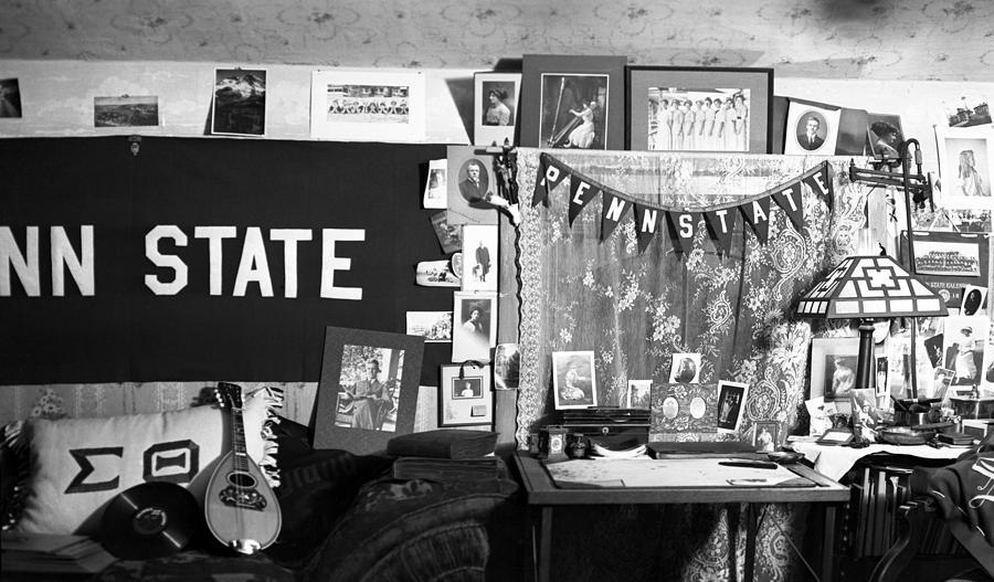 Pennsylvania State Photograph - Vintage Penn State Dorm Room by Rob Gates