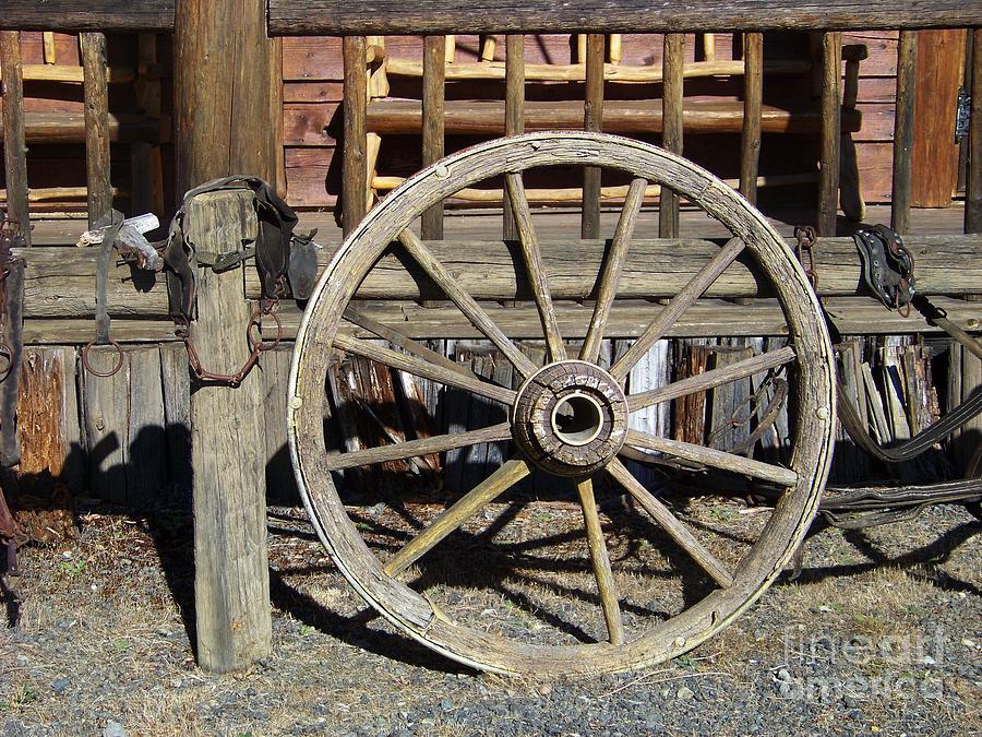 Wheel Photograph - Wagon Wheel by Charles Robinson