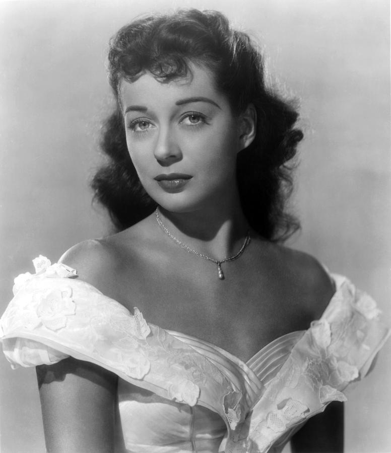 1940s Movies Photograph - Wake Of The Red Witch, Gail Russell by Everett
