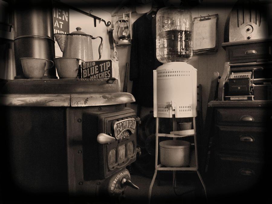 Susanna Photograph - Warm Yourself A Bit by Cindy Nunn