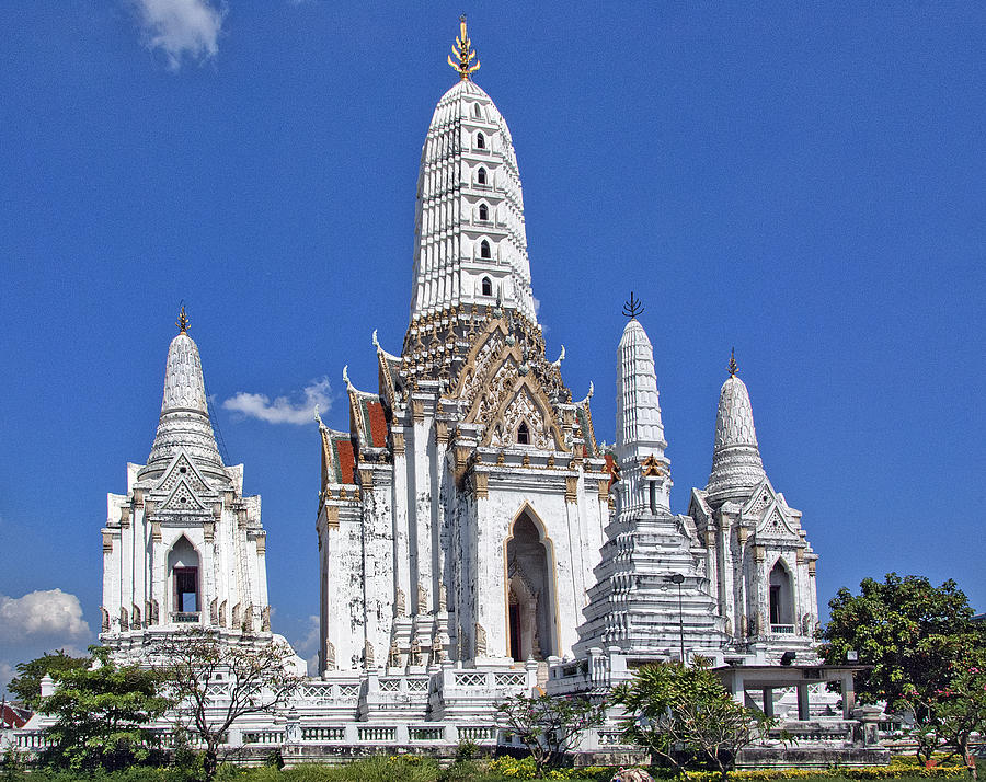 Wat Phitchaya Yatikaram Prangs Dthb390 Photograph