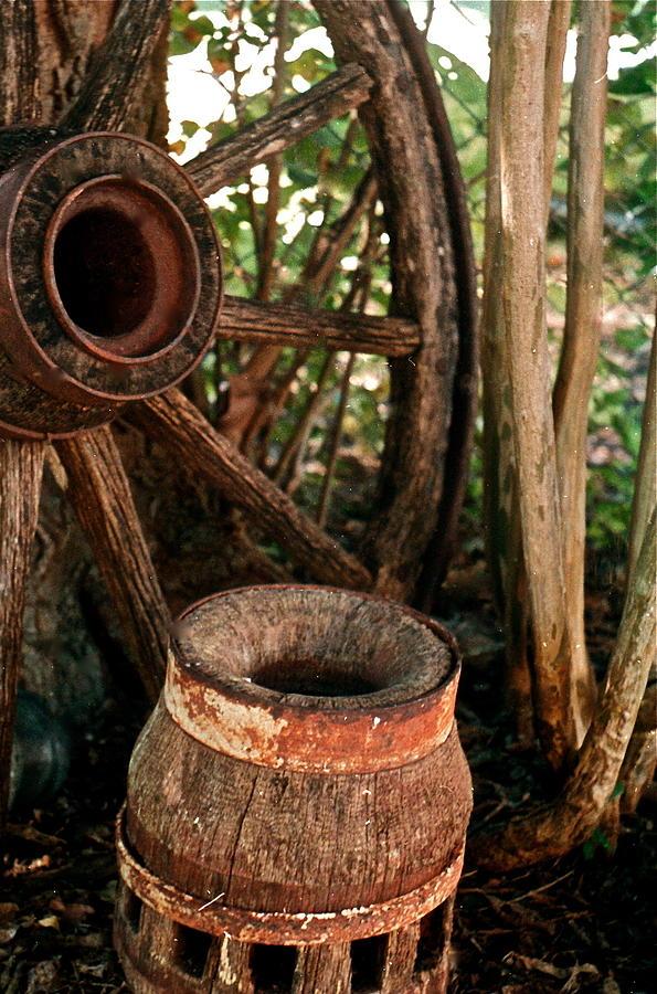Conestoga Photograph - Wheel And Hub by Frank SantAgata